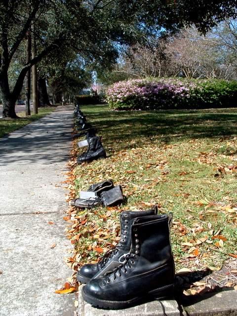 Bootslinesidewalk